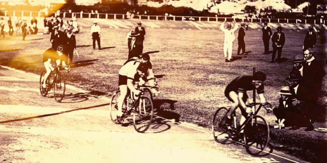 Old timey bicycle race